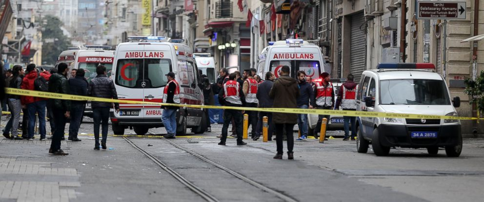 PHOTO: Turkish Police officers block the Istiklal street as they take security measures after an explosion in Istanbul, Turkey, March 19, 2016.