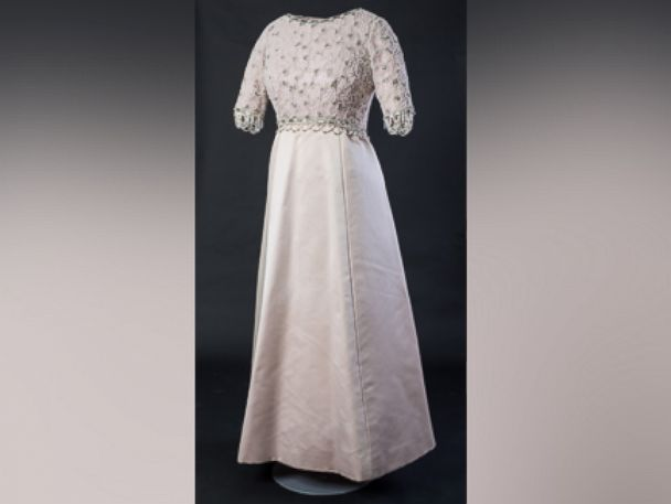 PHOTO: Queen Elizabeth wore this dress for her 1977 Silver Jubilee.