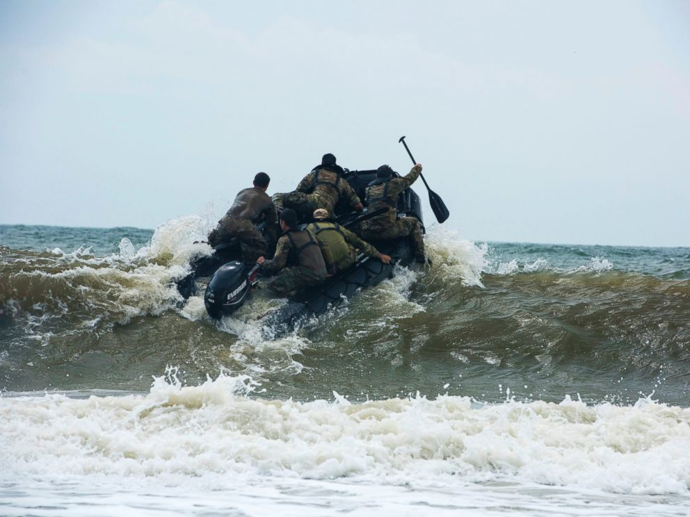 PHOTO: Members of the Army National Guards 20th Special Forces Group (Airborne) enter the water at Naval Station Mayport, Fla., April 29, 2015.