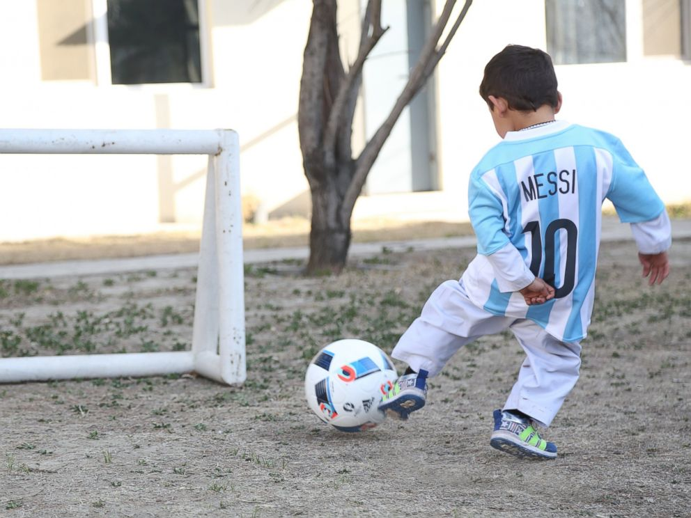 new product 87ba1 f72ec Afghan Boy Who Wore Plastic Bag 'Messi' Shirt Gets Signed ...