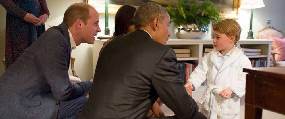 PHOTO: President Barack Obama and First Lady Michelle Obama meet Prince George, while the Duke and Duchess of Cambridge watch, at Kensington Palace in London, April 22, 2016.