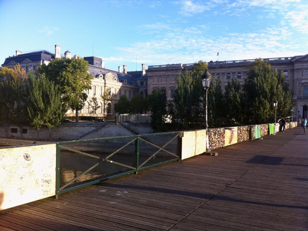 PHOTO: Experimental glass panels on the Pont des Arts will be shatter-proof and graffiti-resistant to prevent further damage to the bridge.