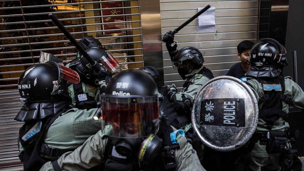 Montag, der Letzte Schrei in Hongkong: Demonstrant erschossen von der Polizei, Mann angezündet von Demonstranten