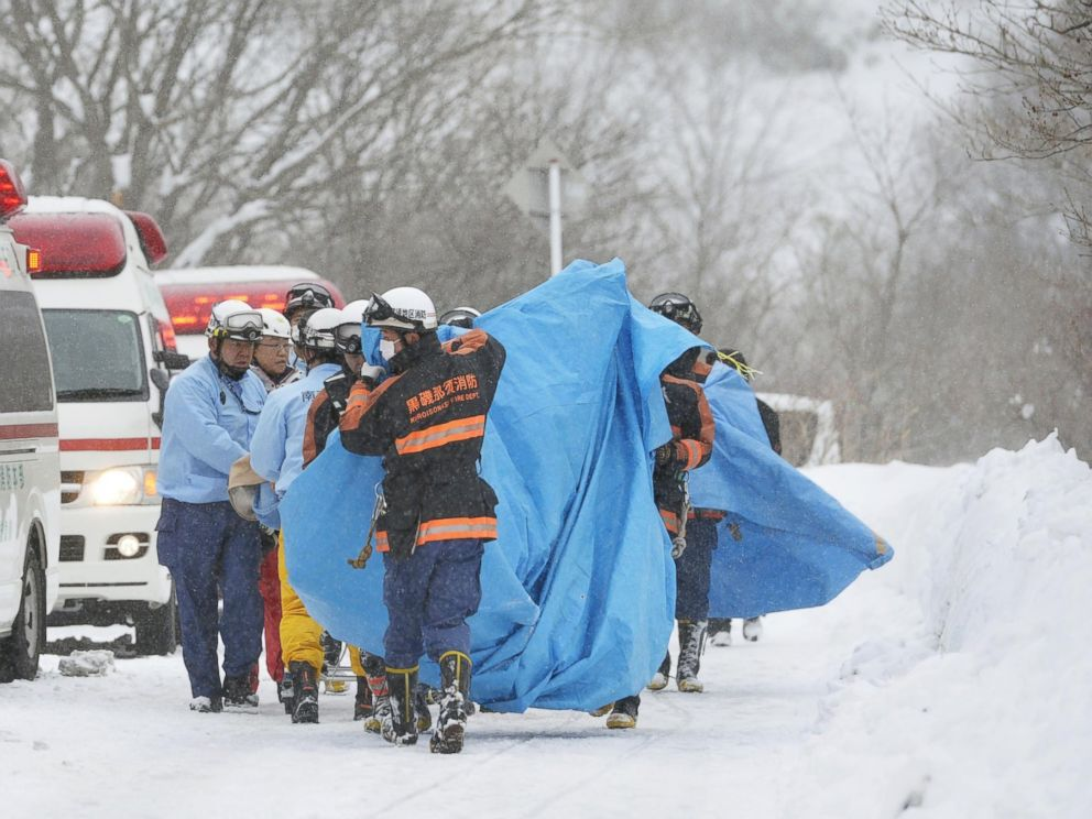 PHOTO: Rescuers carry people injured in an avalanche near a ski slope north of Tokyo, Japan, March 27, 2017.