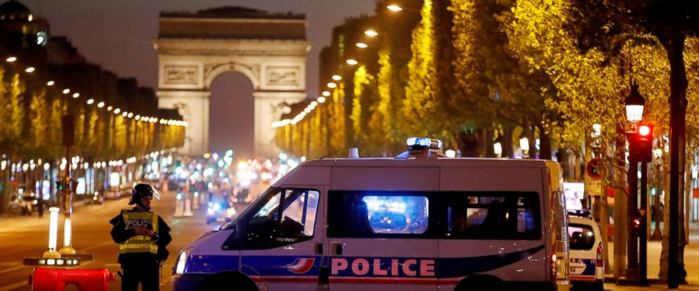 PHOTO: Police secure the Champs Elysees Avenue after one policeman was killed and another wounded in a shooting incident in Paris, France, April 20, 2017.