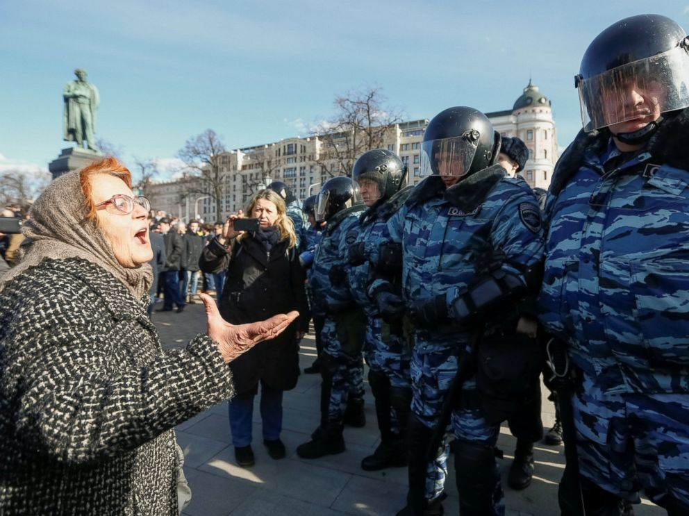 hundreds of anti corruption protesters arrested in russia after mass