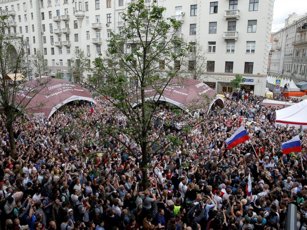 PHOTO: Demonstrators take part in an anti-corruption protest organised by opposition leader Alexei Navalny, in central Moscow, June 12, 2017.
