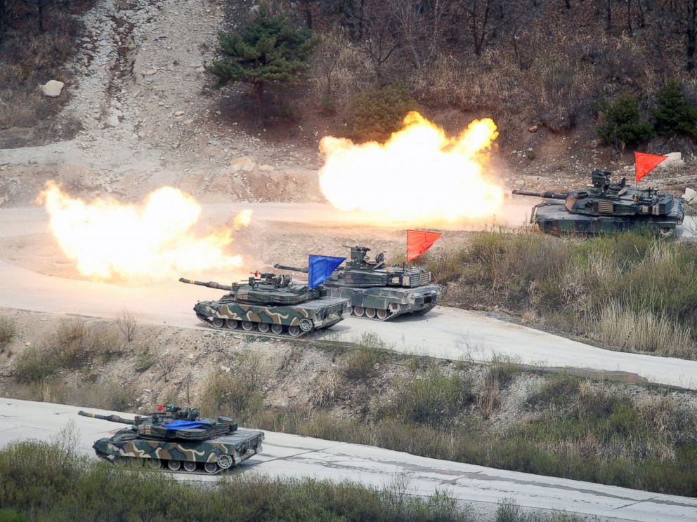 PHOTO: South Korean Army K1A1 and U.S. Army M1A2 tanks fire live rounds during a U.S. South Korea joint live-fire military exercise, at a training field, near the demilitarized zone, separating the two Koreas in Pocheon, South Korea, April 21, 2017.