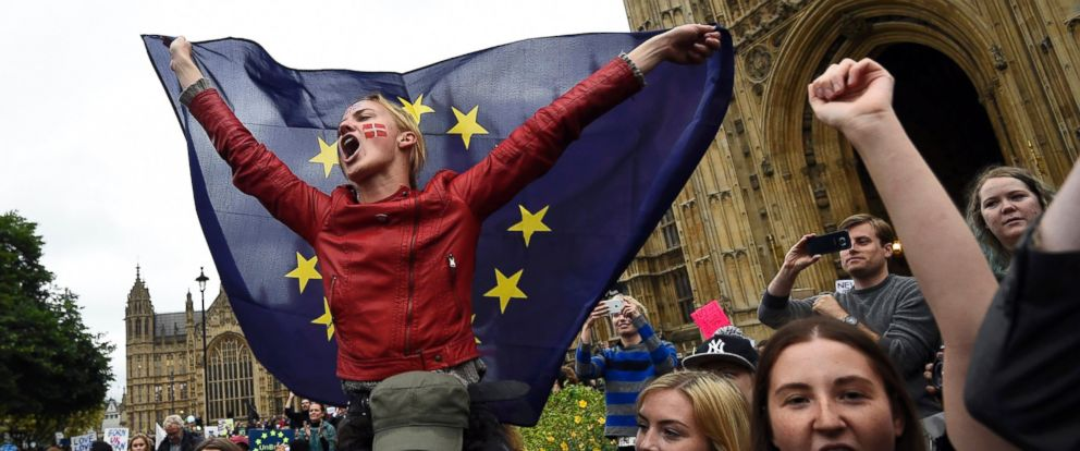 PHOTO: Crowds demonstrate outside the Houses of Parliament during a protest aimed at showing Londons solidarity with the European Union in London, June 28, 2016.