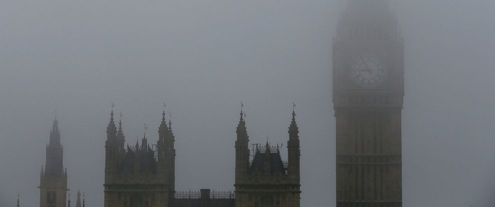 PHOTO: The Big Ben clock tower and the Houses of Parliament are seen during a foggy day in central London, Nov. 2, 2015.