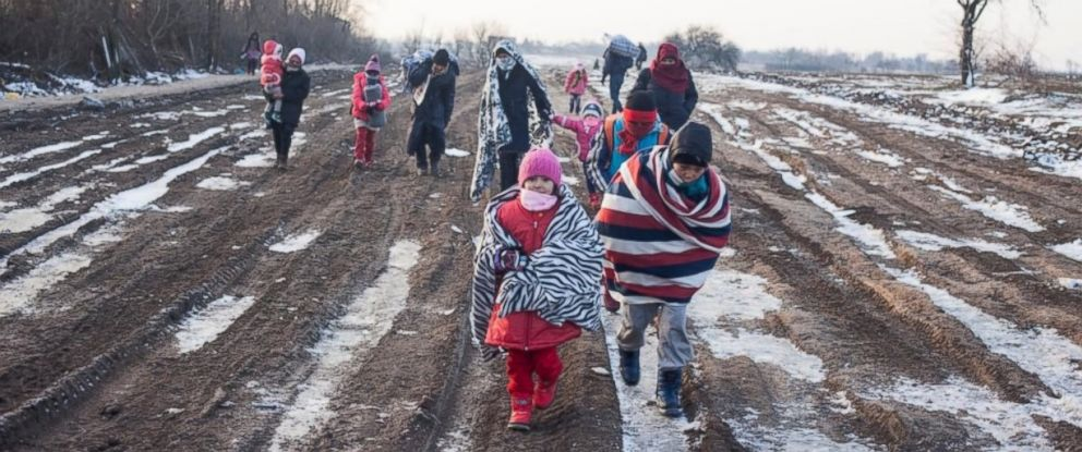 PHOTO: Refugees wrapped in blankets and winter clothing cross the Macedonia-Serbia border in freezing temperatures in this January 2016 file photo. © UNHCR/Igor Pavicevic