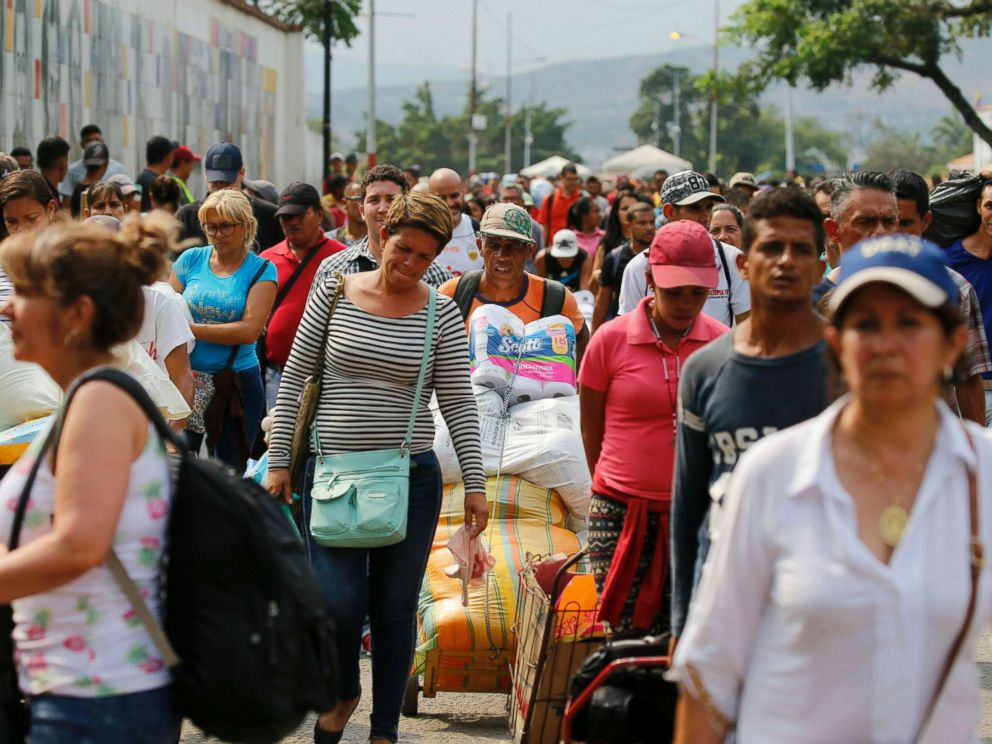 PHOTO: Venezuelans return to their country through the San Antonio del Tachira, Venezuela crossing, after shopping in Cucuta, Colombia, Feb. 8, 2019.