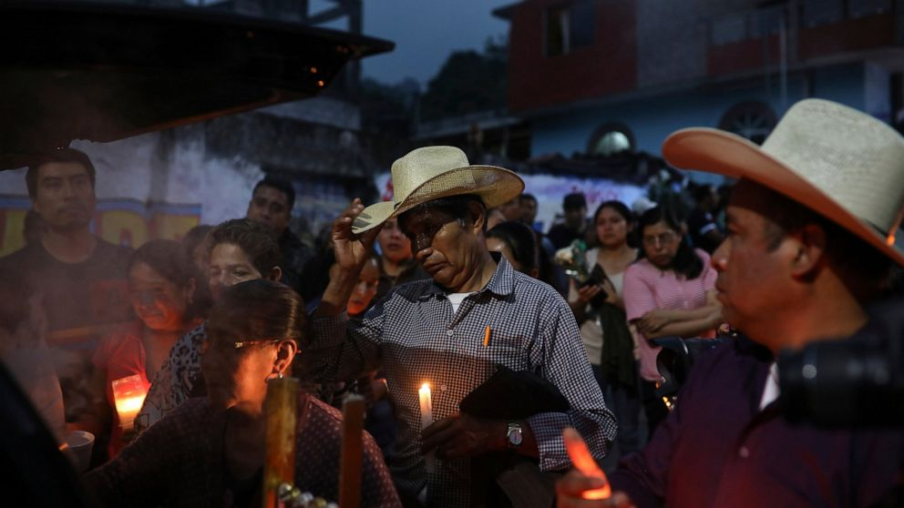 Mayor, 2 others slain on highway in Mexico's Veracruz state