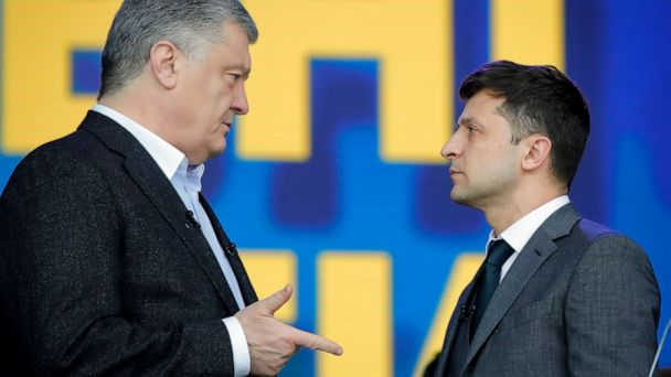 Ukraine president takes political stage in dramatic fashion