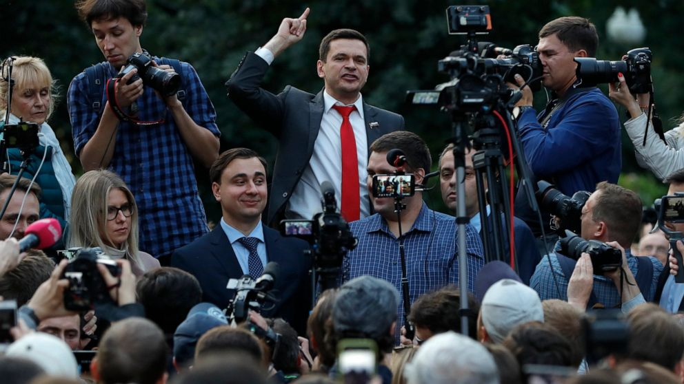 Moscow rally aims to get opposition candidates on the ballot