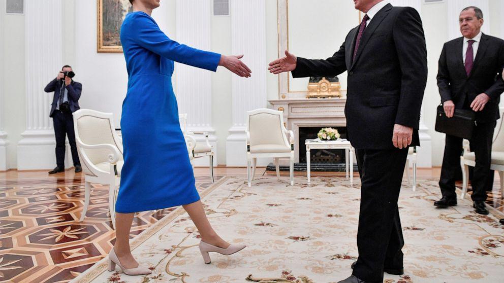 Leaders of Russia, Estonia sit down for talks
