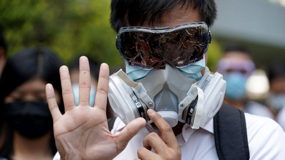 Pemimpin Hong Kong melarang topeng di pengerasan sikap protes