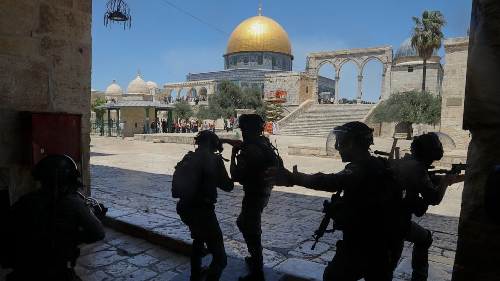 Palestinians and Jewish Settlers Clash in Tense Jerusalem Neighborhood