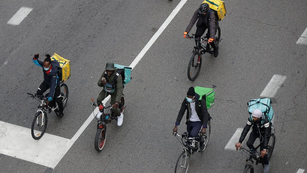 Italy orders food delivery services to treat riders better