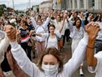 Belarus: Hundreds form 'lines of solidarity' with protesters