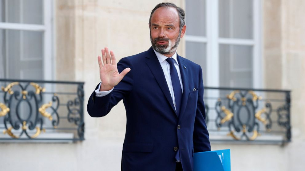 French prime minister resigns, reshuffle anticipated thumbnail