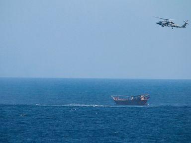 Angkatan Bahari AS menyita senjata di Bahari Arab yang kemungkinan besar absolut ada di Yaman thumbnail
