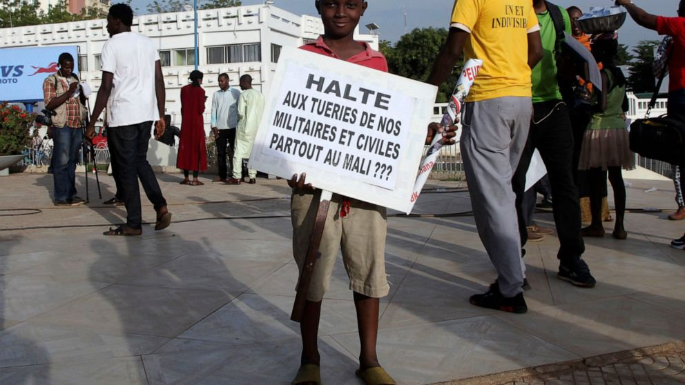 Mali's military abandons isolated outposts amid attacks thumbnail