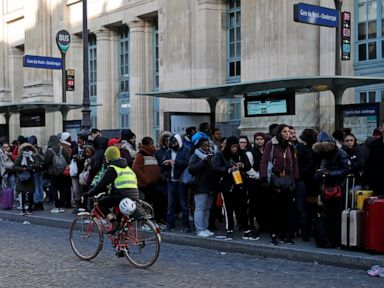 Parisians dodge strikes by logging on to share rides, bikes