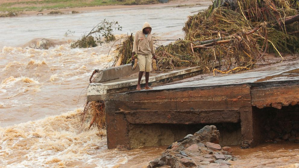 Cyclone's death toll into the hundreds in southern Africa