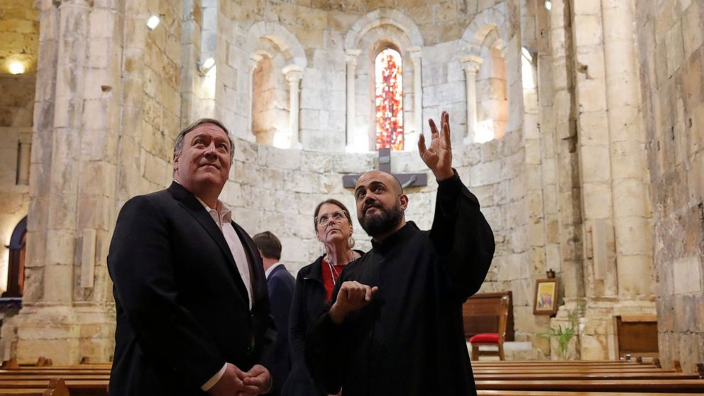 Pompeo tours Lebanese historical sites in ancient city