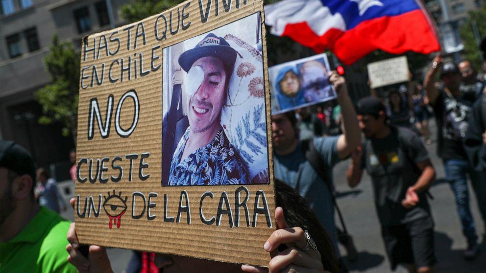 Chileans失った目に抗議行動を資本金