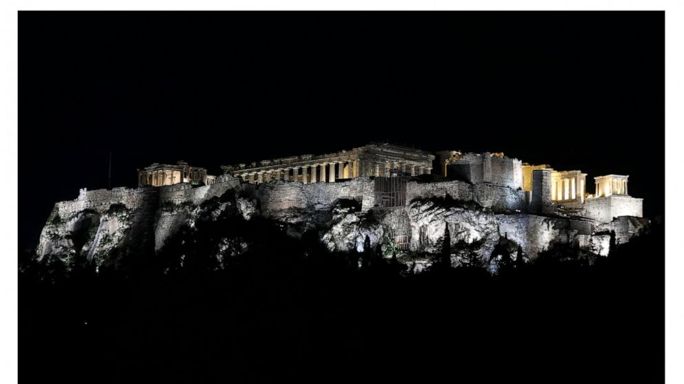 Earth Hour: Landmarks go dark for extinction awareness