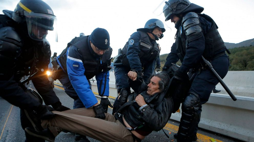 French police clear protesters at Spanish border crossing thumbnail
