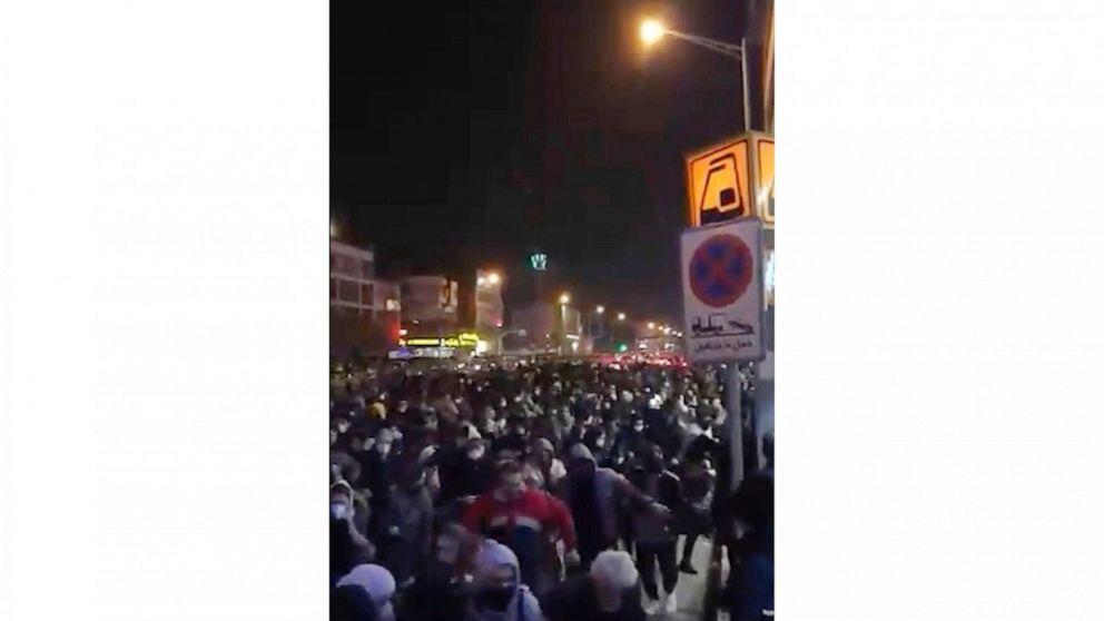 ビデオ:イランの警察がシュート人抗議面shootdown