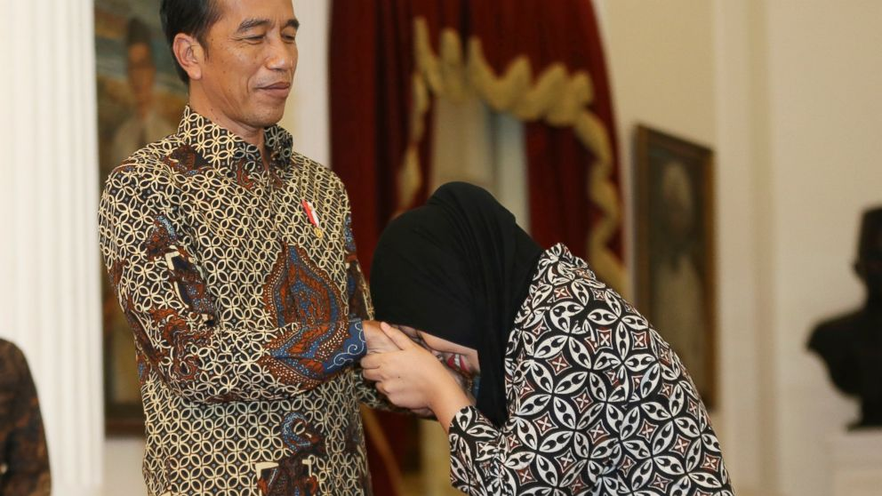 Siti Aisyah, right, formerly accused of killing North Korean leader Kim Jong Un's estranged half brother in Malaysia, thanks Indonesian president Joko Widodo during a meeting at the presidential palace in Jakarta, Indonesia, Tuesday, March 12, 2019. Relatives and neighbors of Aisyah are preparing an emotional welcome home party after the charges against her were unexpectedly dropped. (AP Photo/Achmad Ibrahim)