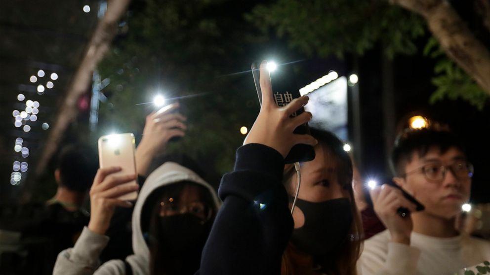 警察は火催涙ガスで香港の抗議を終踊り