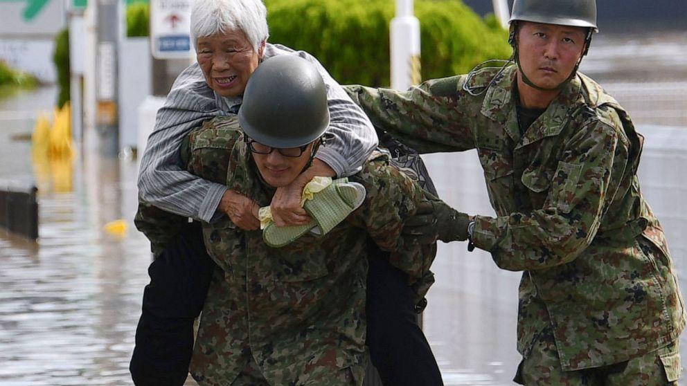 日本を見失った後の台風警告の泥流