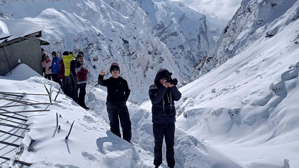 Οι διασώστες αναζήτηση για 7 ως χιονοστιβάδα επιτυχίες πεζοπορία trail