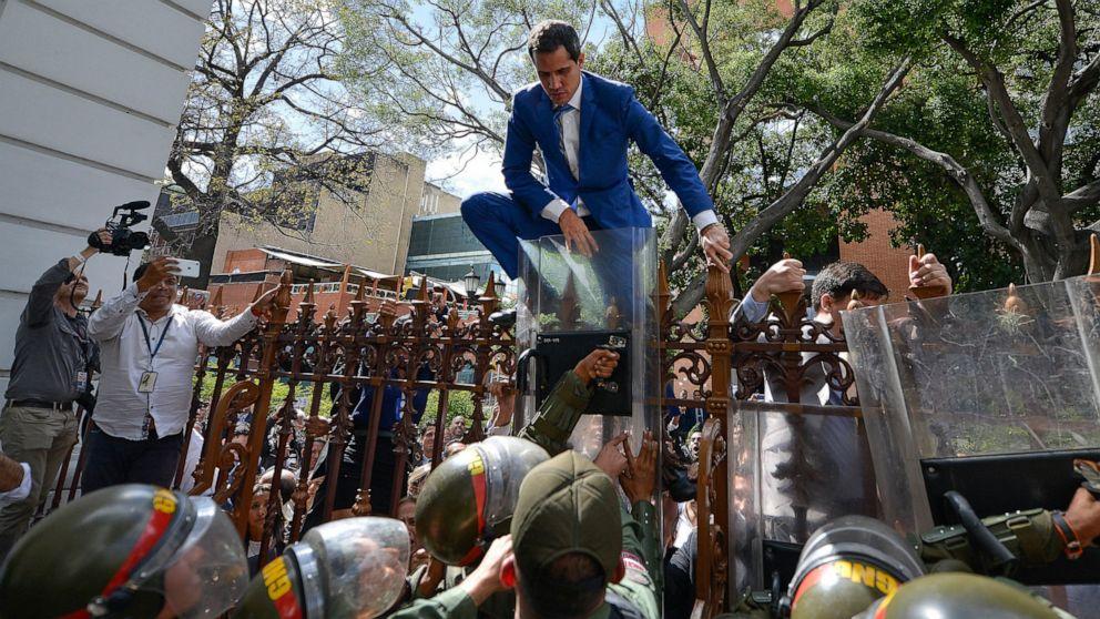 Fence Scaling Venezuela Opposition Leader Rekindles His Mojo Abc