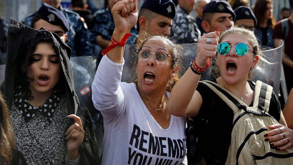Lebanese officials discuss deepening economic crisis thumbnail