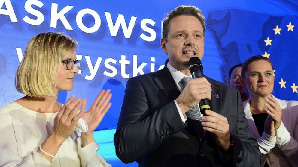 Liberal Warsaw mayor injects suspense into presidential vote