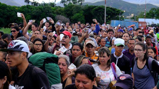 Thousands pour into Colombia as Venezuela reopens border