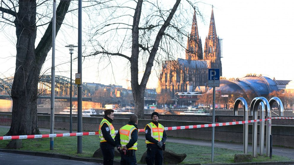 Evacuations in Cologne before World War II bomb defusing