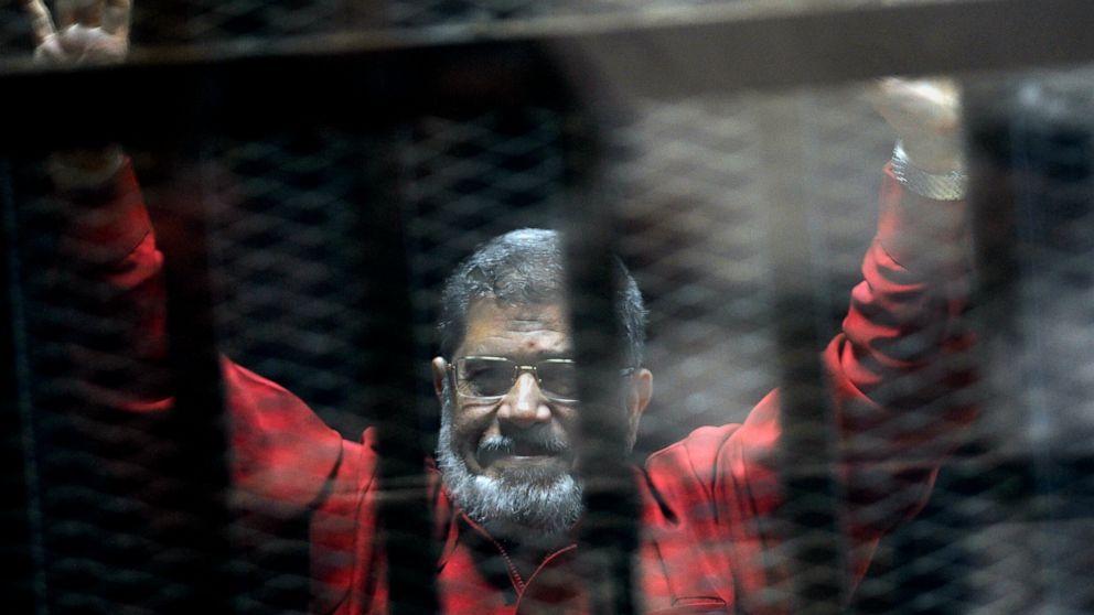 Egypt TV says ousted president Morsi dies in court thumbnail
