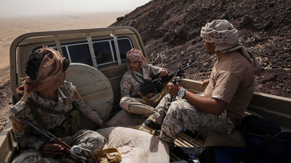 Yemeni officials say battle for key city intensifies