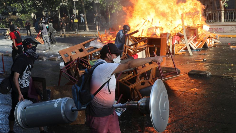 Fresh Protests Looting Erupt In Chile Despite New Cabinet