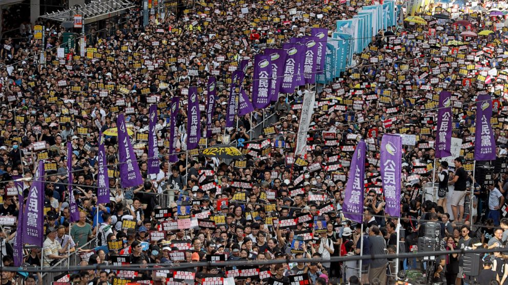 Hong Kong protesters continue past march's end point thumbnail