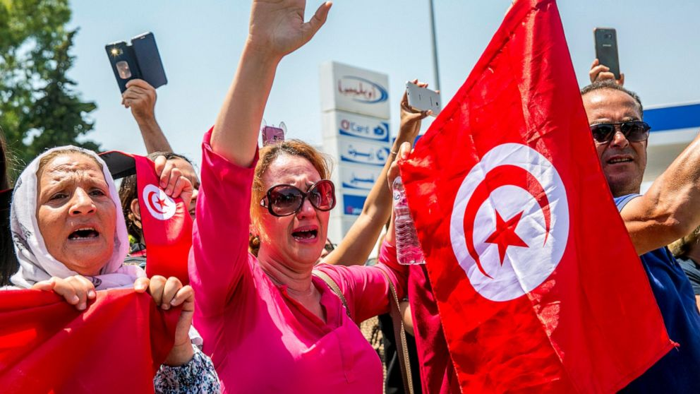 Tunisians, world leaders bury president who died in office