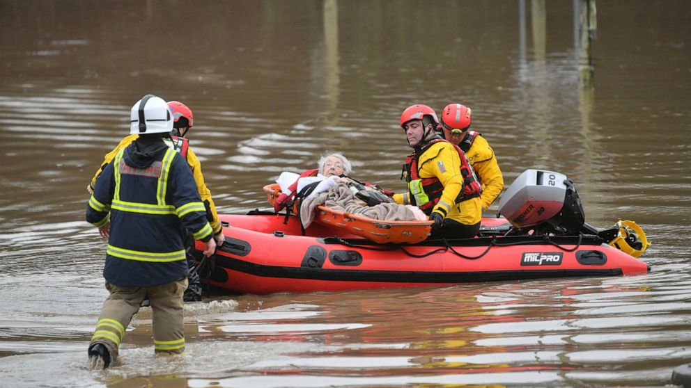 Wales trägt die Hauptlast als Sturm Dennis Hämmer Großbritannien