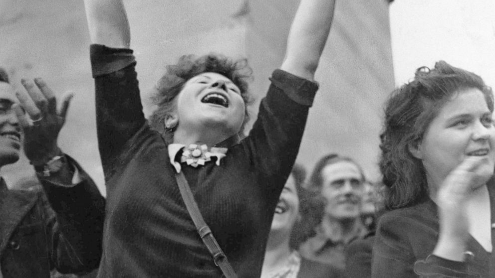Paris celebrates its liberation from Nazis, 75 years on thumbnail
